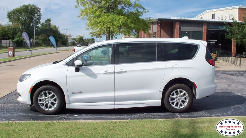2017 Chrysler Pacifica BraunAbility Chrysler Pacifica Foldoutwheelchair van for sale