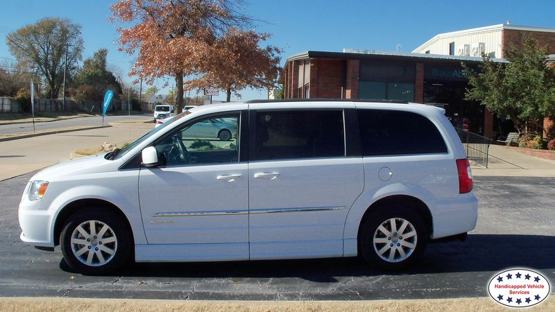 2015 Chrysler Town and Country BraunAbility Chrysler Entervan IIwheelchair van for sale