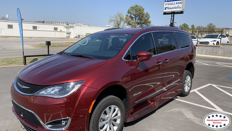 Idabel, Ok 2018 Chrysler Pacifica BraunAbility Chrysler Pacifica Foldout XTwheelchair van for sale